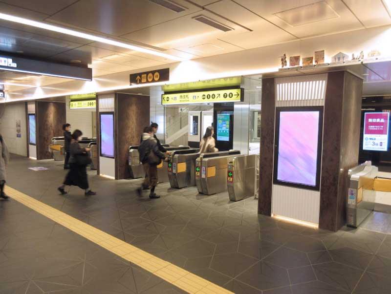 大阪メトロ心斎橋コンコースビジョン写真