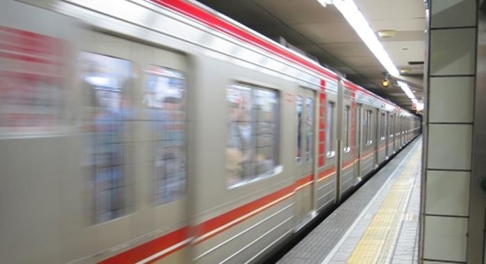 大阪メトロ車外広告写真