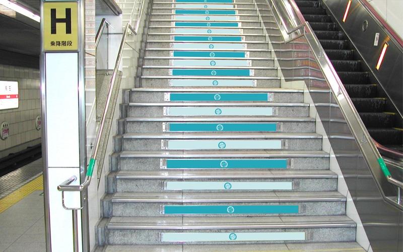 Osaka Metroステップアド広告写真
