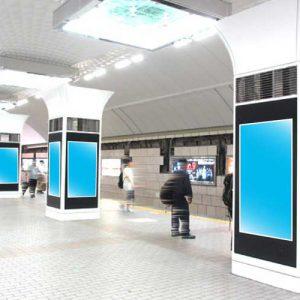 Osaka Metro梅田ホームビジョン写真
