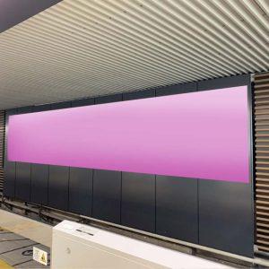 Osaka Metro新大阪駅ホームシート広告写真